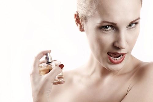 lưu ý khi dùng nước hoa khử mùi hôi nách
