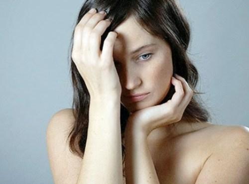 Tìm hiểu nguyên nhân và cách điều trị khi con gái bị hôi nách