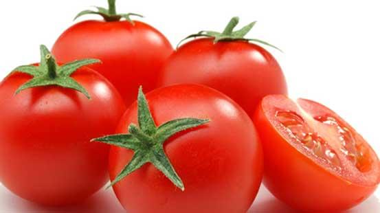 Cà chua không chỉ làm đẹp da, thấm vào nách giúp giảm lượng mùi khó chịu